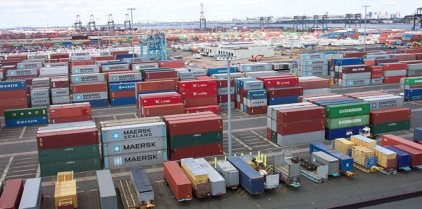 1024px-Line3174_-_Shipping_Containers_at_the_terminal_at_Port_Elizabeth,_New_Jersey_-_NOAA