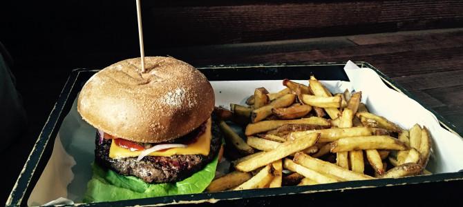 Burger_mit_Pommes_160316_AW